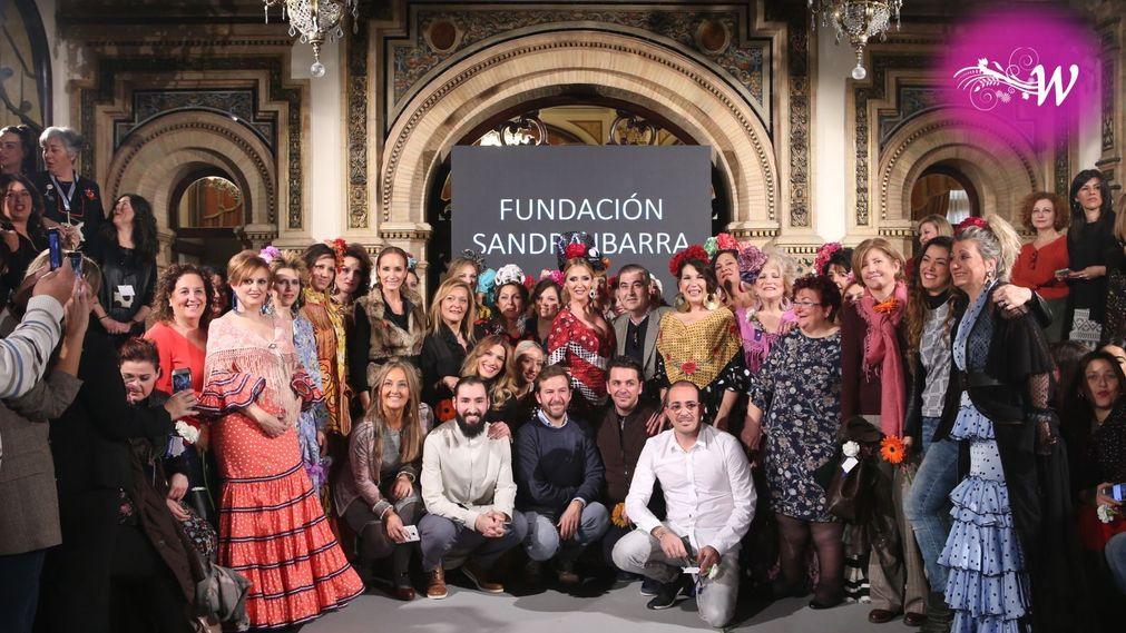 Equipo al completo del desfile de la fundación Sandra Ibarra