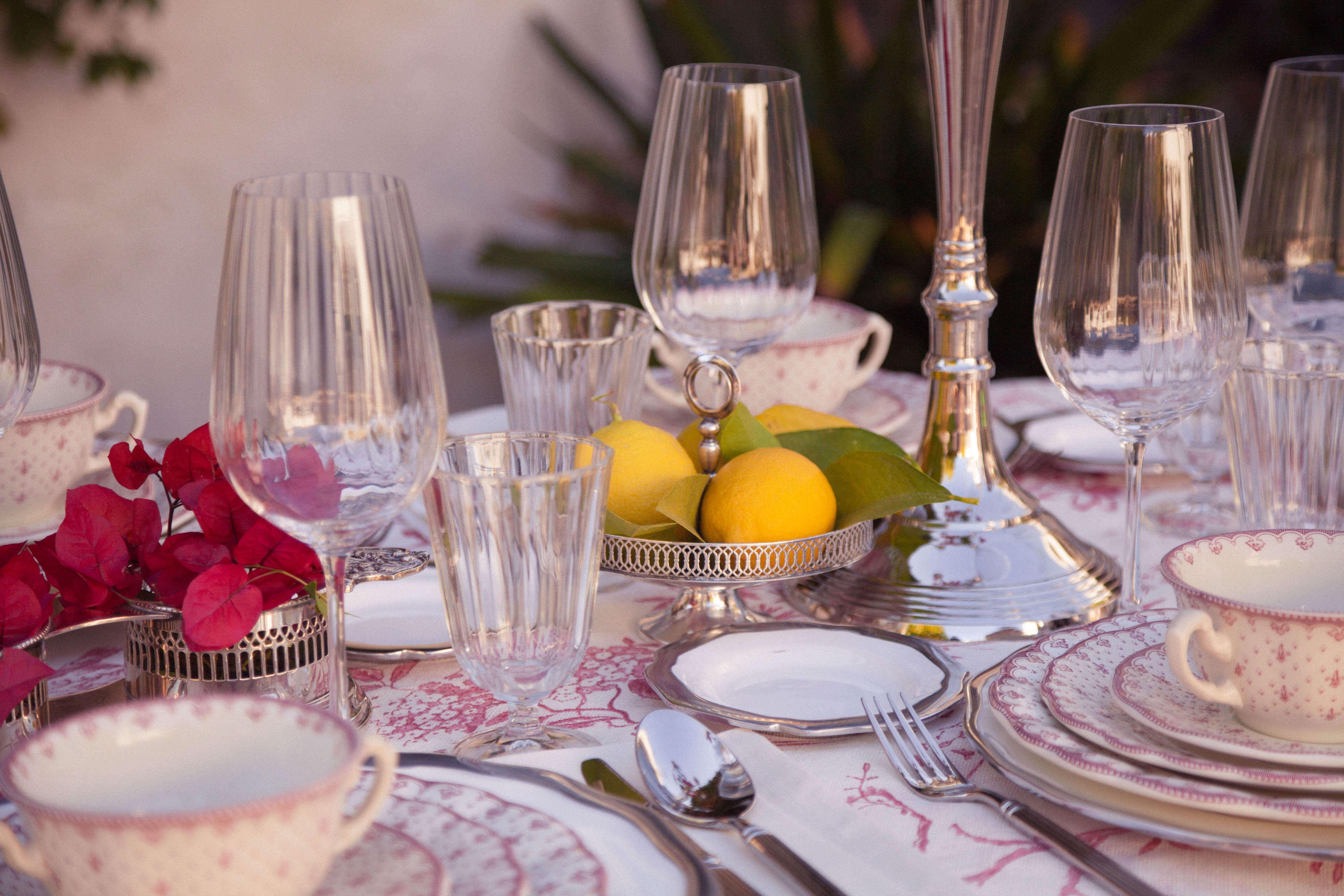 Detalle de la mesa decorada para el shooting de Manuel Zerpa